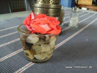 Blomst & strandsten som enkel blomsterdekoration